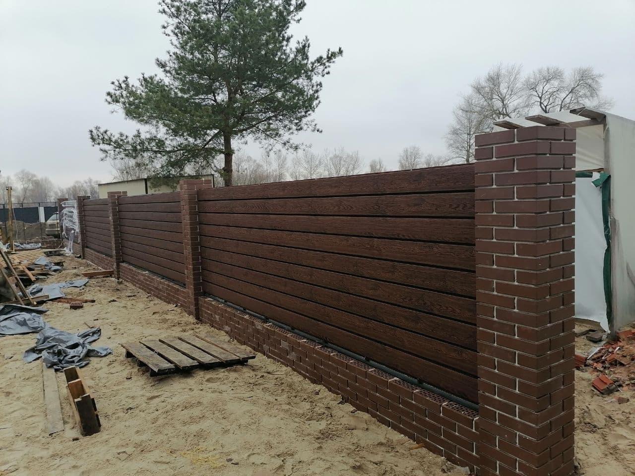 Цегляний паркан з фальшбрусу